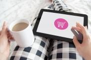 Durch die Vorauswahl umweltfreundlicher Produkte können VerbraucherInnen beim Onlineshopping zum Biosortiment gestupst werden. Quelle: justynafaliszek via Pixabay (https://pixabay.com/de/photos/shopping-einkaufen-online-4000414/, Lizenz:https://pixabay.com/de/service/license/).