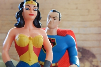 Wonder Woman – ein Vorbild für starke Frauen? Bild:ErikaWittlieb via Pixabay( https://pixabay.com/de/wonder-woman-superman-superhelden-552109/, CC: https://pixabay.com/de/service/license/).